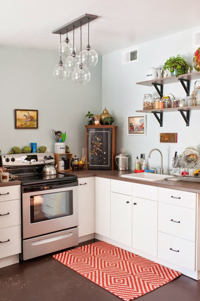 Tiny colorful kitchens small kitchens for Small kitchen lighting ideas